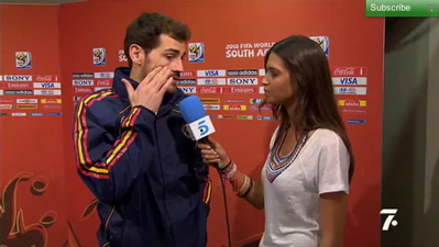 Disgraced Spanish goal keeper wont be getting laid by his bombshell girlfriend anytime soon.
