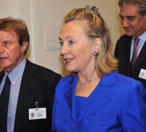 Has anyone noticed Hillary Clintons new hair clip?