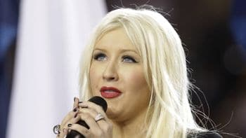 Christina Aguilera botches her Super Bowl gig in front of over 100 million people.
