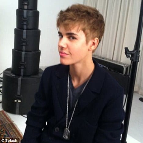 justin bieber 2011 wallpaper. justin bieber new haircut 2011