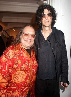 Two very hawt bitches. You think Howard minds?