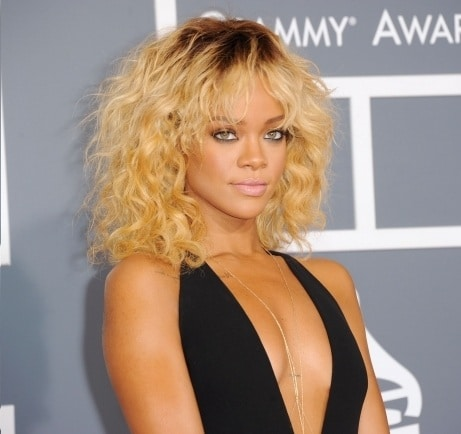 Rihanna bullies fan on Twitter, calls fan ugly