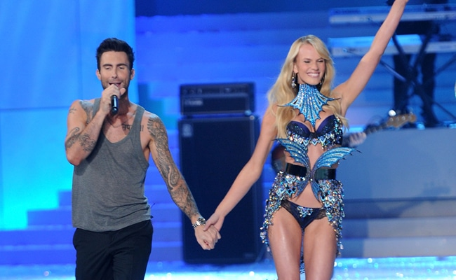Adam Levine of Maroon 5 performs with Model Anne Vyalitsina during the 2011 Victoria's Secret Fashion Show at the Lexington Avenue Armory on November 9, 2011 in New York City.  (Photo by Jamie McCarthy/Getty Images)