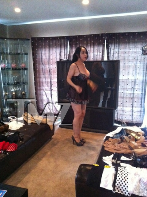 Octomom debuts in porno masturbation flick. Nothing but the rent...