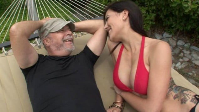 Seekingarrangement: 63 year old sugar daddy explains all men pay for sex one way or another.
