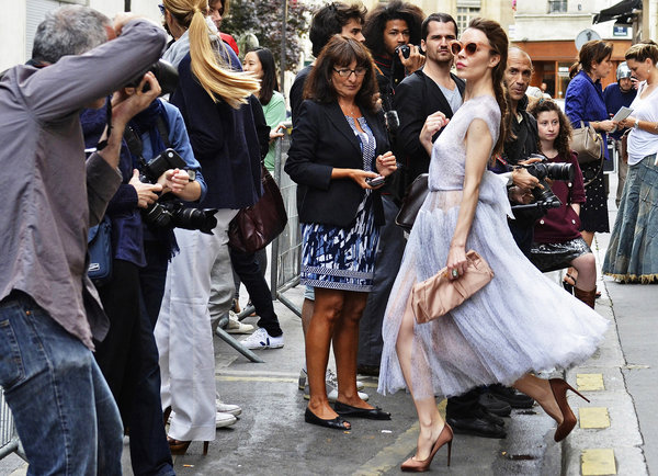 Ulyana Sergeenko, hawt bixch of Paris society on the go.