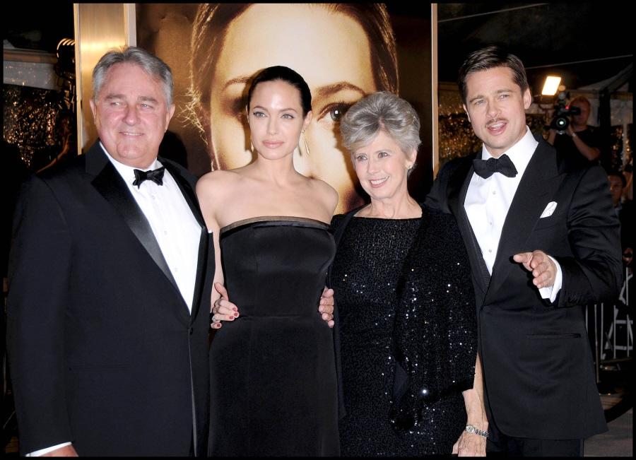 Bill Pitt, Angelina Jolie, Jane Pitt and Brad Pitt. Image via celebitchy