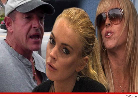 Michael, Lindsay and Dina Lohan. Via tmz.