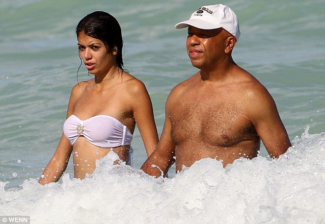 Russell Simmons is a preferred hawt bixch too. With Miss Universe 2011 Leila Lopes.