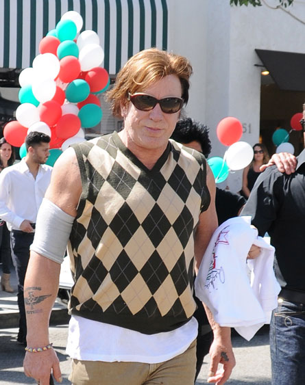Mickey Rourke is still the gorgeous hawt bixch that he was back in the 1980's...