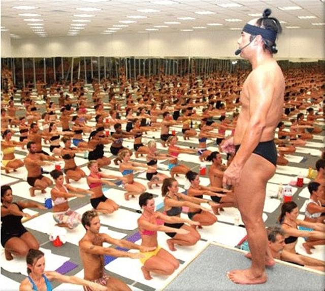 bikram_choudhury_leads_a_packed_class_of_teacher_t_4cbff02438