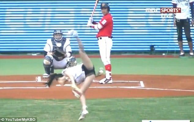 South Korean actress, Tae Mi dazzles with acrobatic pitch. Hawt bixch...