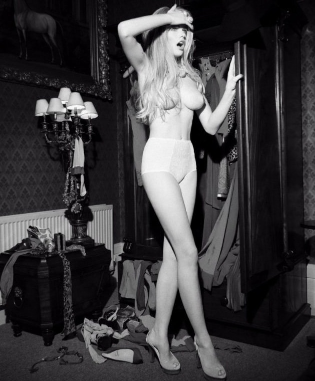 Here are naked photos of Valerie van der Graaf to sweat over.