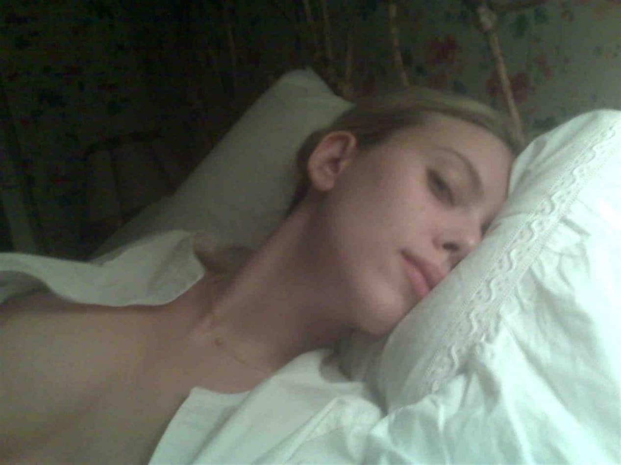 Скарлетт йоханссон голоя 8 фотография