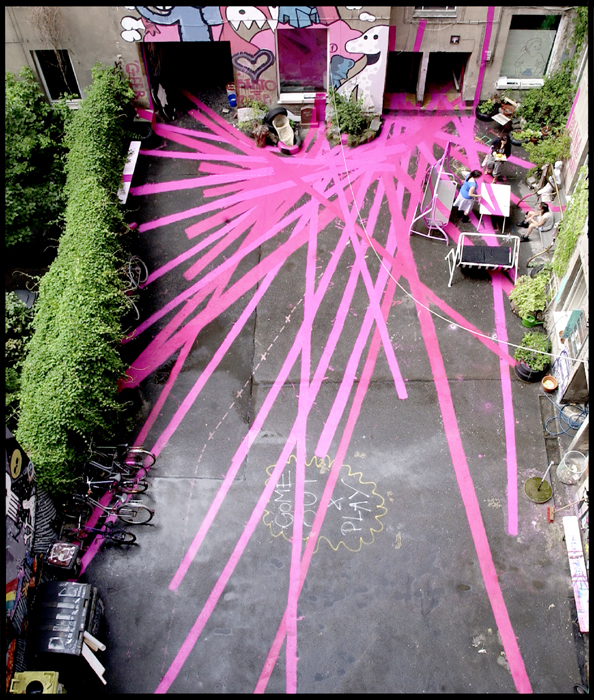 """ La vie en rose"", Enamel painting on floor, walls, furnitures, bikes. Installation realized for the ""48-Stunden Neukölln"" festival, Berlin. 2007"