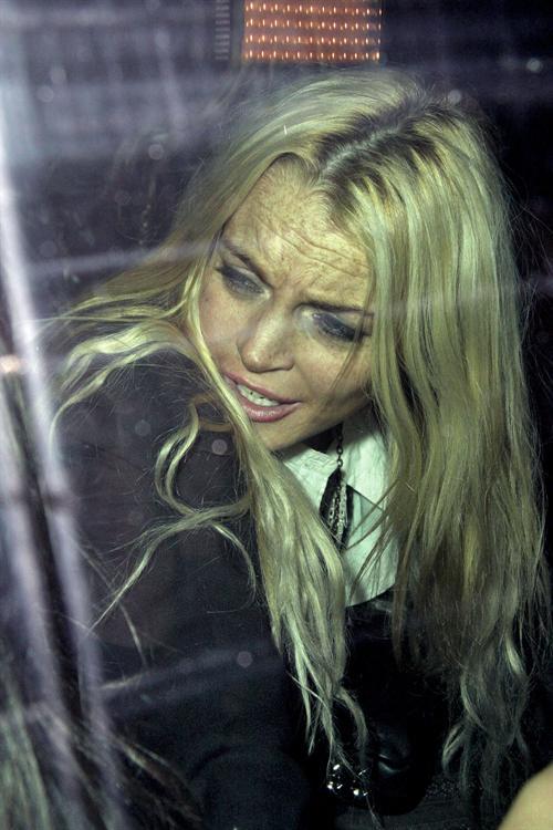 Lindsay_Lohan_exits_dc67