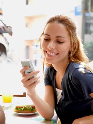 woman-texting-0909-mdn