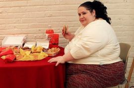 Donna Simpson is only 400 lbs short of reaching her goal of weighing 1000 lbs.