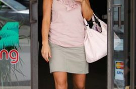 Kate Gosselin ditches her kids for a tanning salon.