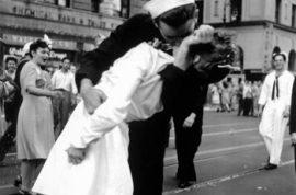 Symbolic icon of WW2 'Edith Shain' passes away.