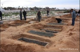 Libyans Dig Mass Graves in Tripoli (Video)