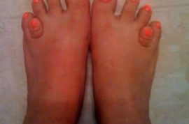 I think this nail polish makes my toes stand out. What do you think?