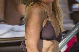 Wow- it's time to gawk at Kelly Ripa in her bikini!