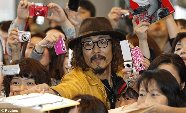 Johnny Depp look alike Ken Shimizu.