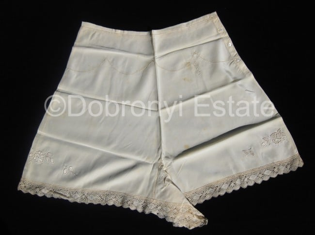 Queen's underwear