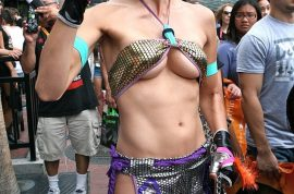 Adrianne Curry is once again the controversial favorite at Comic Con.