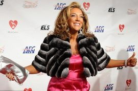 Socialite Denise Rich dumps US passport to avoid large tax bill.