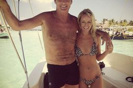 My gosh! At 60 years old David Hasselhoff really is a hawt bixch as he hangs with his 32 year old girlfriend….