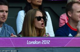 Andy Murray's girlfriend Kim Sears watches on as he wins an Olympic gold medal. She's a hawt bixch too….