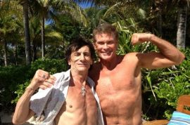David Hasselhoff and Ron Wood flex their pretty muscles on holiday.