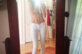 Rosie Huntington-Whiteley goes topless as she tweets picture