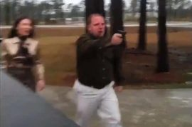 Video: Road rage driver pulls gun on motorists.