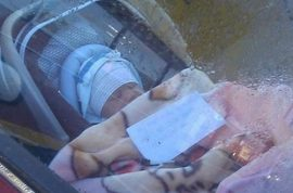 New Zealand mother leaves baby inside car with note for passerbys.