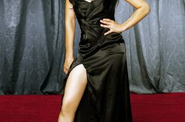 Octomom Nadya Suleman recreates Angelina Jolie's famous pose.