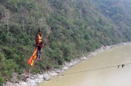 Indian Stuntman, Sailendra Nath Roy dies of heart attack after attempting to cross ravine with his pony tail.