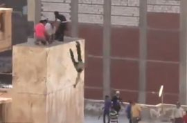 Video: Islamic mob throw teenager off Egyptian ledge before beating him to death.