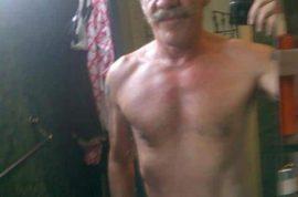 Geraldo Rivera posts interesting half naked image on twitter.