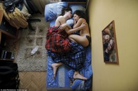 Why Jana Romanova took pictures of sleeping pregnant parents to be.