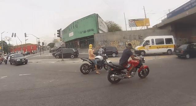 Brazilian undercover cop shoots man dead attempting to steal motorbike.