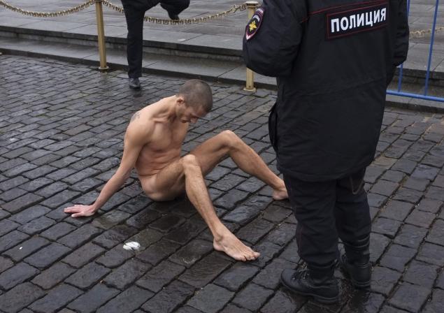 Russian artist nails scrotum
