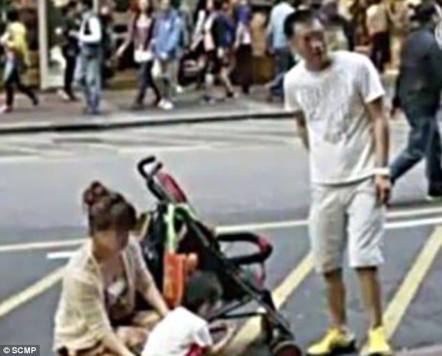 Chinese toddler peeing on Hong Kong street