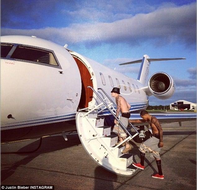 Orlando Bloom takes swing at Justin Bieber