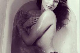 Miranda Kerr posts topless selfie. Orlando Bloom, who's that again?