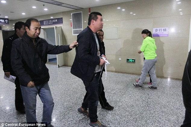 Wang Xinyu chops stepson's hand off