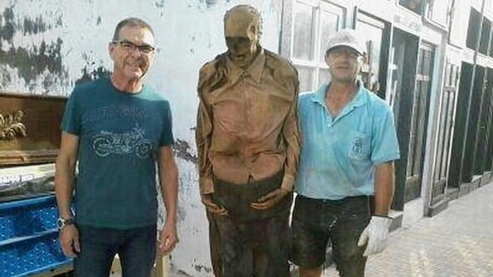 Spanish gravedigger suspended after posing picture with exhumed corpse