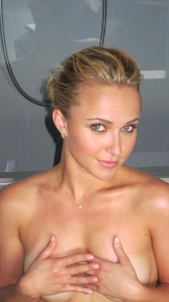 Hayden Panettiere naked